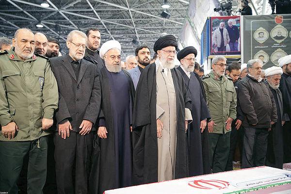 اشک رهبری در اقامه نماز بر پیکر شهدای مقاومت