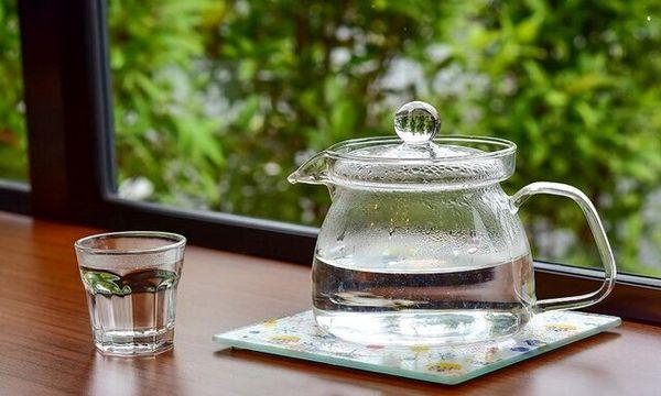 معجزه ی باورنکردنی نوشیدن آب گرم با معده خالی
