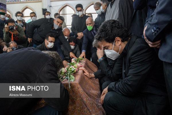 پست اینستاگرامی همایون شجریان درباره زمان تدفین پیکر پدرش + عکس