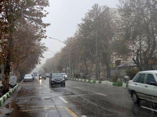بارش برف و باران در جادههای ۲۳ استان کشور