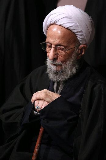 تصویر روحانیِ معروف بر جلد نشریه دفتر رهبری