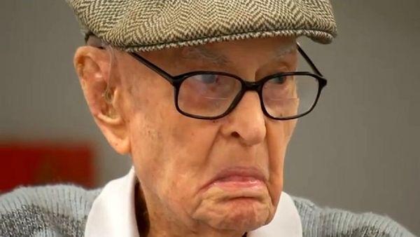 پیرمرد ۱۱۱ ساله راز طول عمر خود را فاش کرد