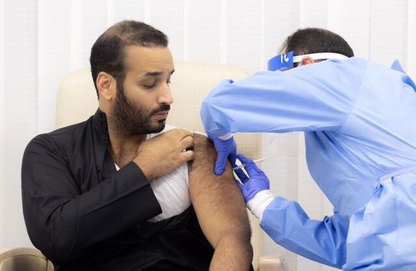 محمد بن سلمان واکسن کرونا تزریق کرد