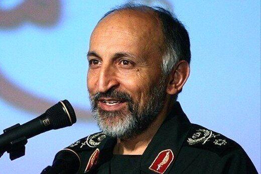 عکسی از سردار حجازی دست در دست رهبر انقلاب