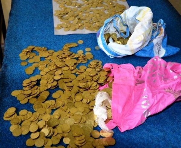 مراقب سکههای تقلبی باشید/ کشف بیش از 1900 سکه تقلبی