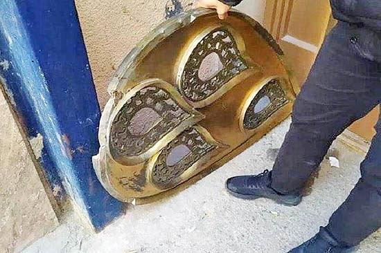 دستگیری سارقان مجسمه پرویز تناولی در اصفهان