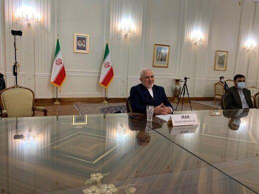 ظریف دفتر یادبود امیر کویت را امضا کرد+عکس