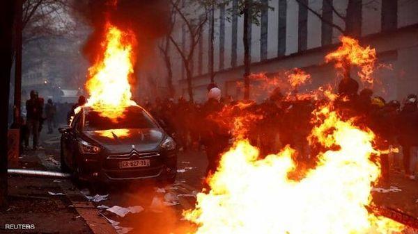بازگشت اعتراضات به پاریس/ آتش زدن خودروها و شکستن شیشههای مغازهها