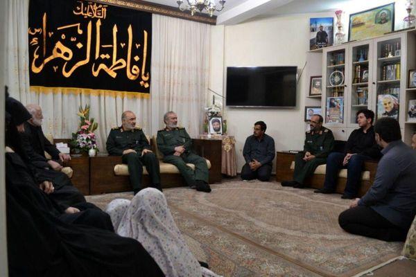 عکس  دیدار فرمانده کل سپاه با خانواده شهیدان پاشاپور و زمانینیا