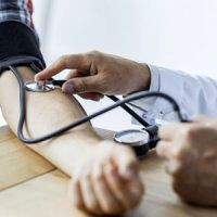 ۱۰ راهکار ساده که فشار خونتان را تنظیم میکند!