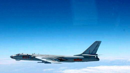 بمبافکنهای چین وارد حریم دفاعی تایوان شدند