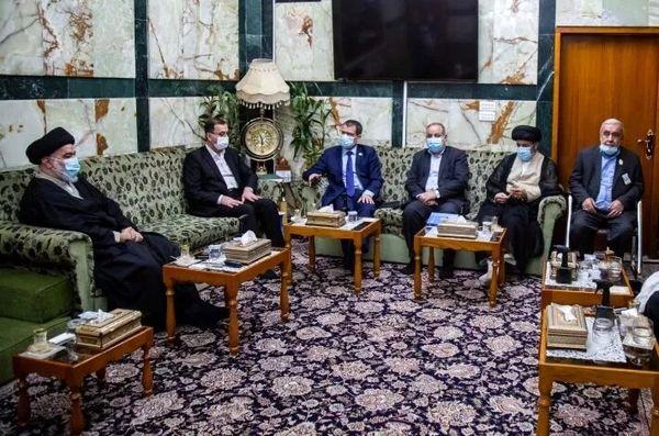 دیدار نماینده اتحادیه اروپا در عراق با نماینده آیت الله سیستانی