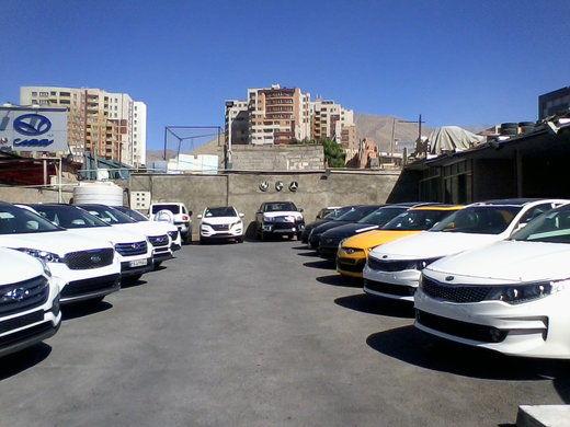 قیمت خودروهای خارجی در بازار ایران چقدر کاهش یافت؟