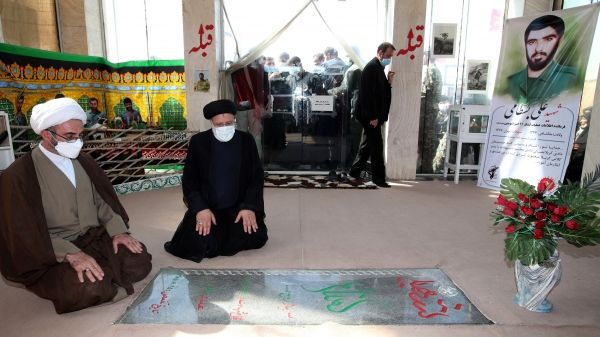 ادای احترام رئیس جمهور به مقام شامخ شهدا