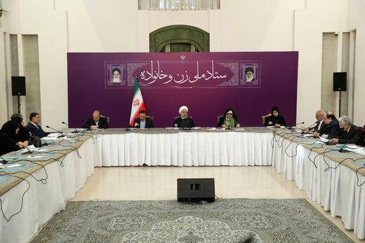 روحانی: در مقام قانونگذاری و اجرا ثابت کنیم جنس دوم نداریم /نمیشود که جامعه ما در اختیار یک نسل باشد/عده ای سال اول انقلاب می گفتند در دانشگاه وسط کلاس دیواری میان خانمها و آقایان کشیده شود!