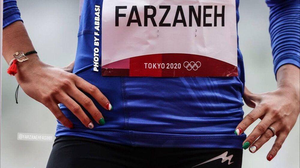عکس   پرچم ایران روی انگشتان فرزانه فصیحی