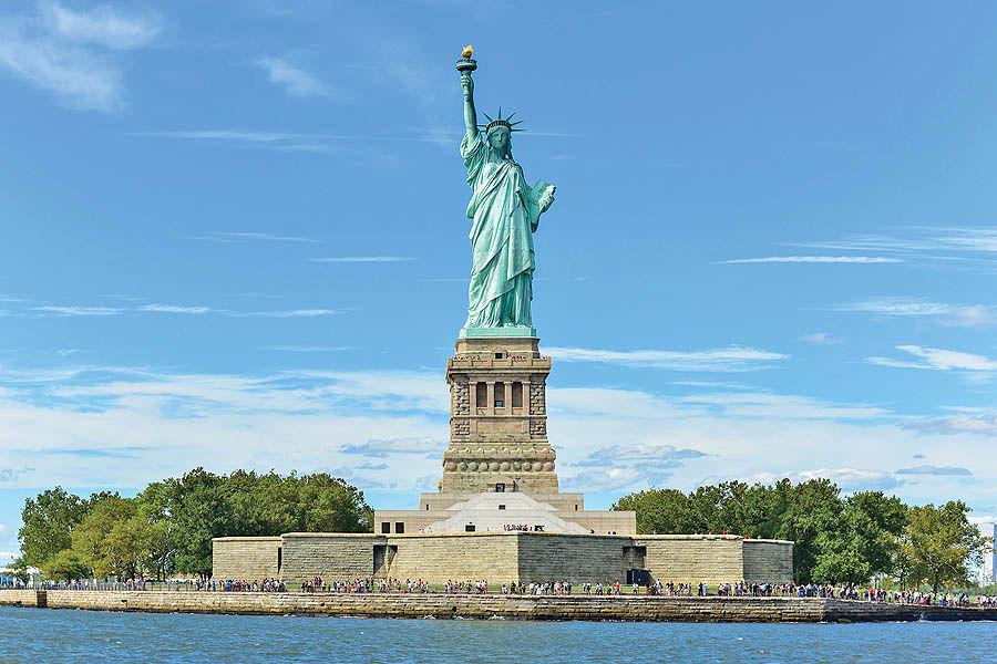 مجسمه آزادی آمریکا را فرانسویها ساختند