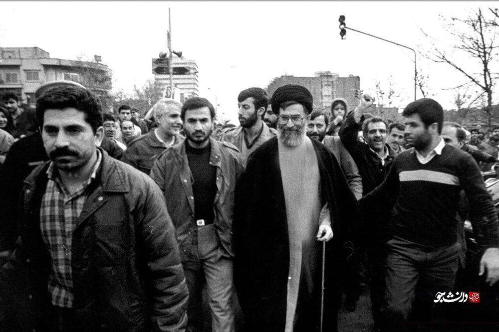 عکس | تصویری جالب از آیتالله خامنهای در راهپیمایی ۲۲ بهمن در زمان ریاست جمهوری