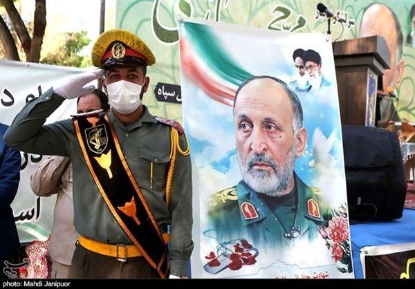 حکم سرلشکری شهید سردار حجازی به خانواده وی تقدیم شد