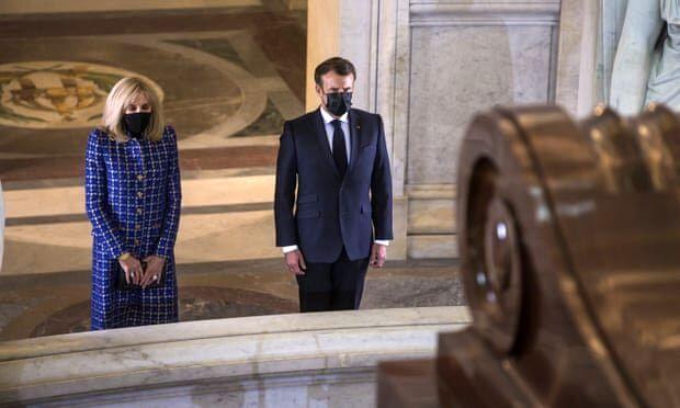 ادای احترام مکرون و همسرش به ناپلئون/عکس