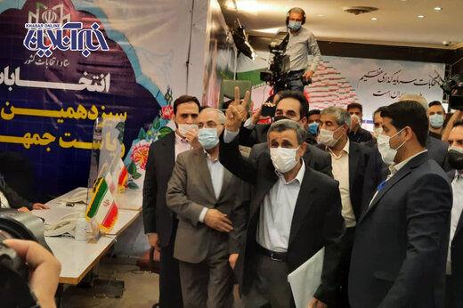 احمدی نژاد: اجازه دهید ببینیم مدارکم را به رسمیت می شناسند یا نه!