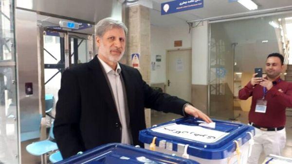 عکسِ وزیر دفاع پای صندوق اخذ رای