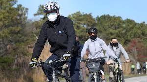 واکنش بایدن به تشکیل کابینه در حین دوچرخهسواری + ویدئو