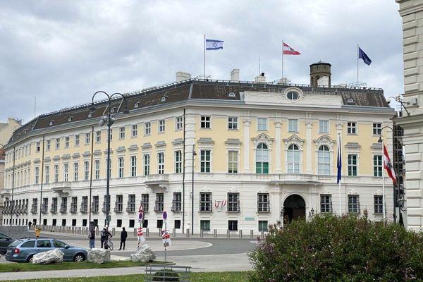 ابراز تاسف اتریش  نسبت به لغو سفر ظریف به وین
