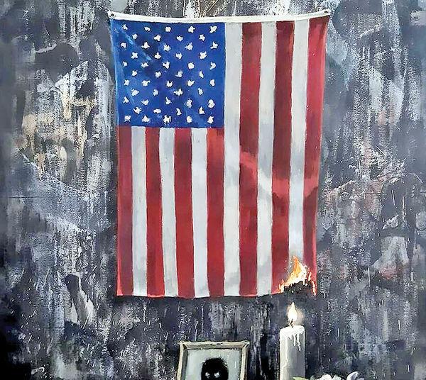 بنکسی پرچم آمریکا را به آتش کشید
