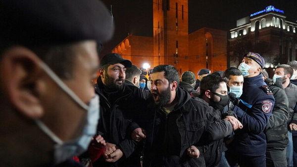 مهلت معترضان ارمنی به پاشینیان برای استعفا تا روز سهشنبه