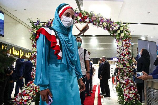 تغییر لباس بانوان ورزشکار ایران در افتتاحیه المپیک