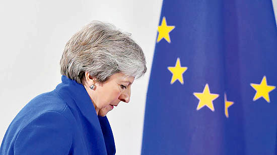 خانم نخستوزیر در منگنه