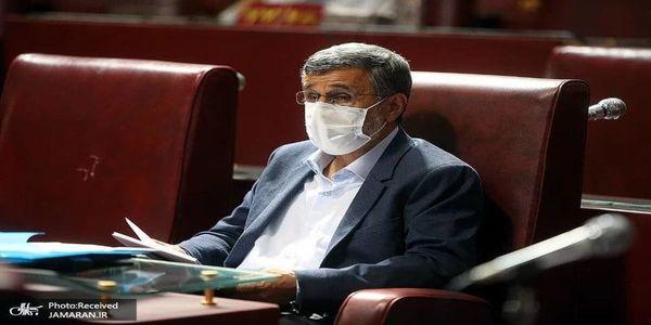 تیپ جدید احمدی نژاد در جلسه مجمع تشخیص/ عکس
