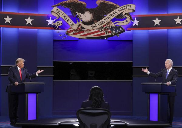 دوئل تلویزیونی ترامپ و بایدن| اتهامزنی متقابل درباره فساد مالی /بجای کشور، ویروس را نابودکن/نمیتوانیم مانند جو در زیرزمین حبس شویم
