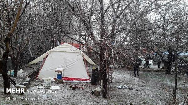 بارش پراکنده برف در شهر زلزله زده سی سخت