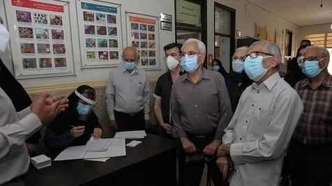 ماجرای پشیمانی یک بیمار در صف طولانی واکسن کرونا