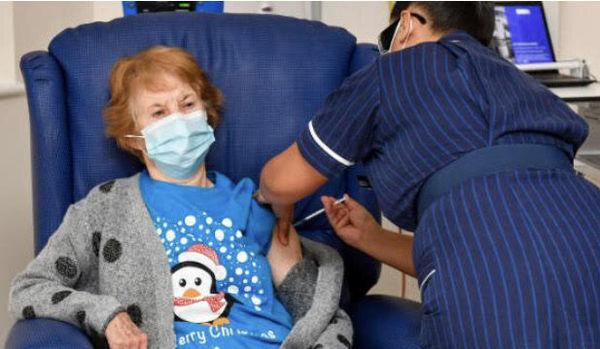 اولین بریتانیایی واکسن کرونا را دریافت کرد