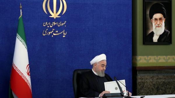 روحانی: ارتش بزرگتر از آن است که آن را به سیاست فرو بکاهیم