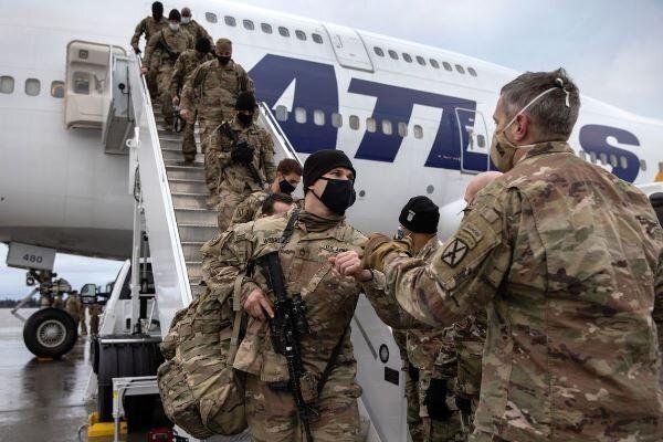 نظامیان آمریکا همراه با نیروهای ناتو از افغانستان خارج می شوند