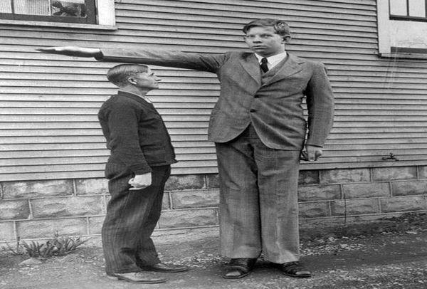 بلند قدترین مرد جهان را بشناسید + عکس