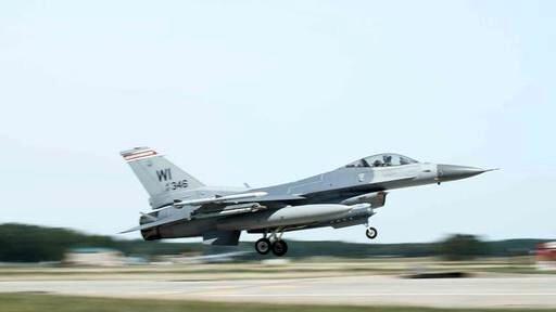 جنگنده اف-۱۶ در آمریکا سقوط کرد