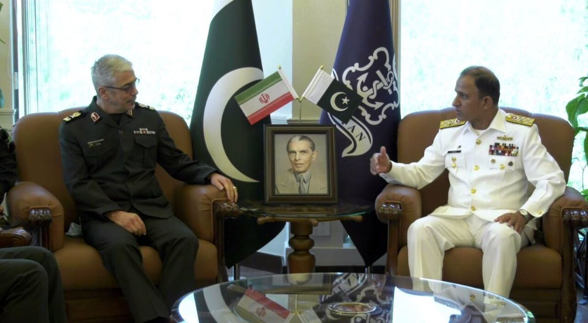 سردار باقری با فرمانده نیروی دریایی پاکستان دیدار کرد