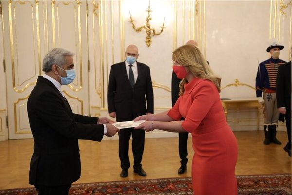 تقدیم استوارنامه سفیر ایران به رییسجمهوری اسلواکی
