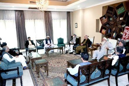 اخبار تایید نشده از سقوط خوست،ننگرهار،نورستان و بگرام؛فقط کابل مانده است/والی ننگرهار به طالبان پیوست/نشست عبدالله با کرزی برای تشکیل دولت موقت