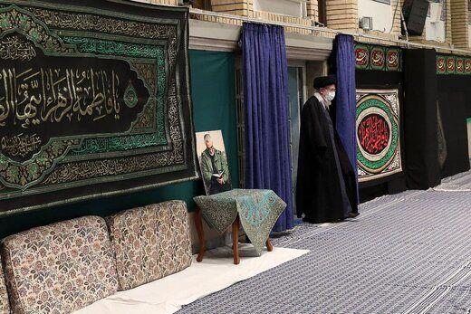 تصویری از رهبر انقلاب در مراسم عزاداری شهادت حضرت فاطمه زهرا(س)