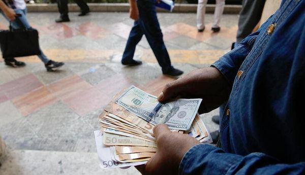 دستگیری 43 نفر از دلالان بازار ارز توسط وزارت اطلاعات
