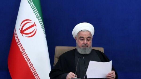 نگاه پر از خشم حسن روحانی به وزیر بهداشت/ عکس