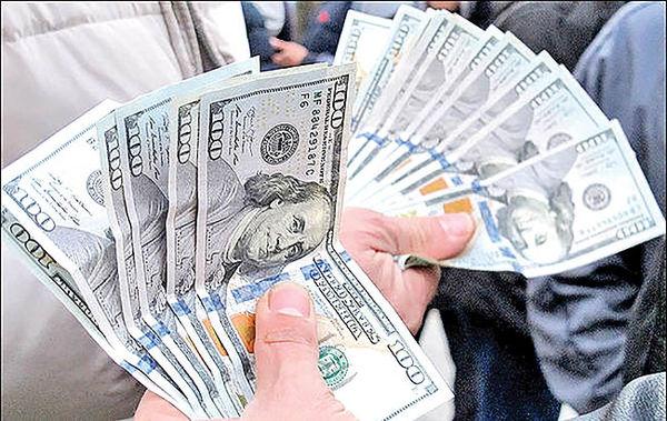 دیدگاههای متضاد در بازار دلار