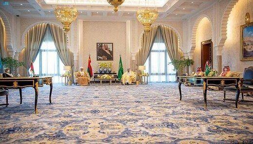 ملک سلمان و سلطان عمان نشان رد و بدل کردند/عکس