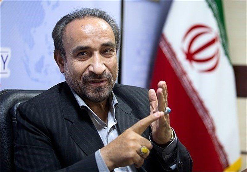 برای شکایت از محمود احمدی نژاد زنبیل گذاشته ایم /یک روحانی جبهه پایداری در زمین غصبی سفارت انگلیس نماز خواند